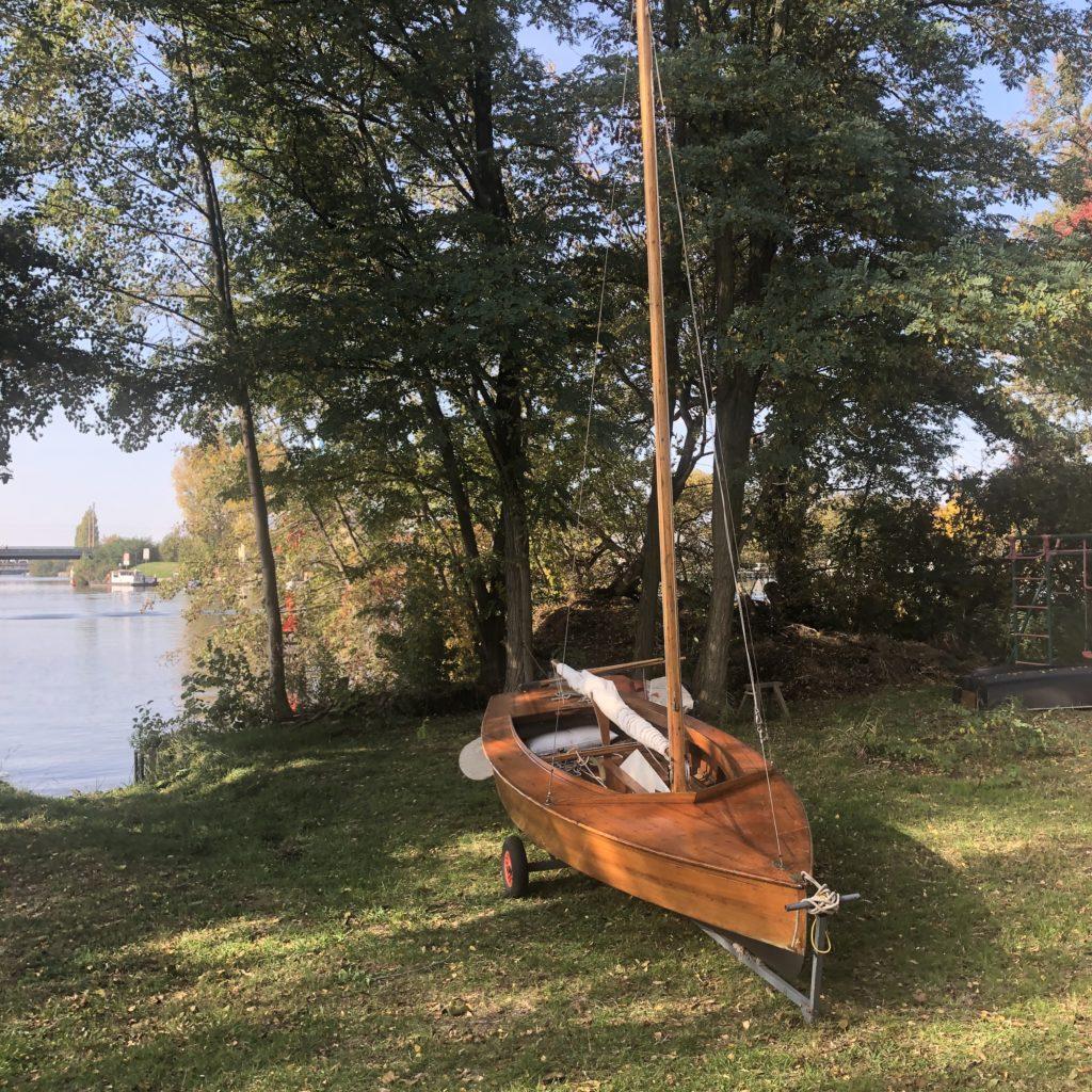 Holzpirat Holzjolle Segelboot mieten und leihen in berlin köpenick Müggelsee spree dahme grünau führerscheinfrei