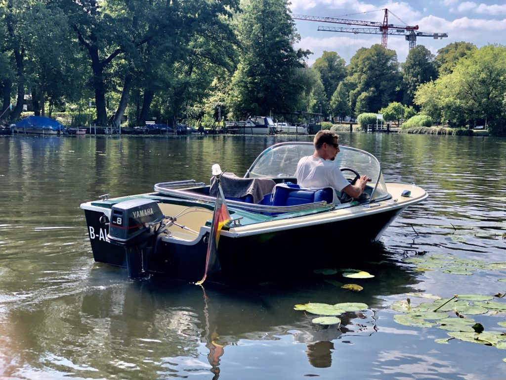 Bootsverleih Berlin Köpenick Motorboot mieten Oldtimer Klassiker Grünboot spreepoint big Betty Tagesspiegel RBB Radio Richtershorn Boot Riva