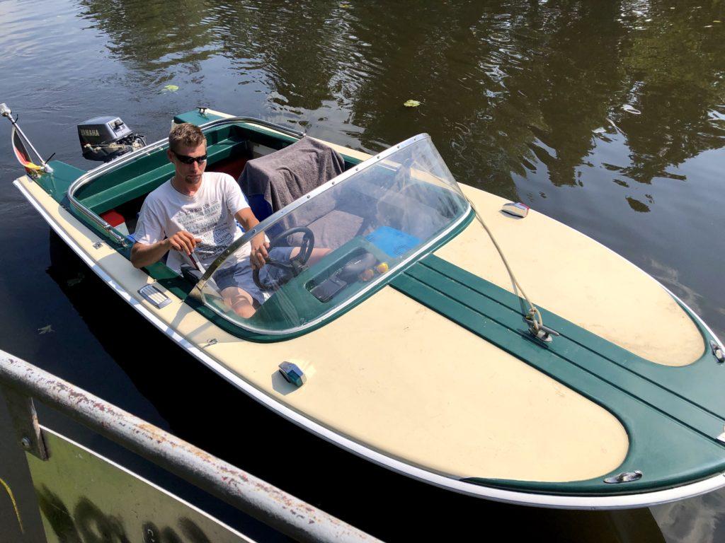 Bootsverleih Berlin Köpenick Motorboot mieten Oldtimer Klassiker Grünboot spreepoint big Betty Tagesspiegel RBB Radio Richtershorn Boot Riva